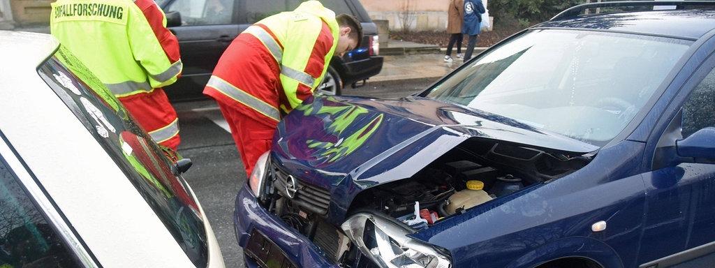Read more about the article Unfall auf dem Weg zur Arbeit: Was beim Versicherungsschutz gilt